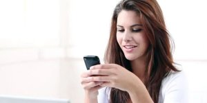 Read more about the article Why your girlfriend is always online on WhatsApp and Things to do about it?