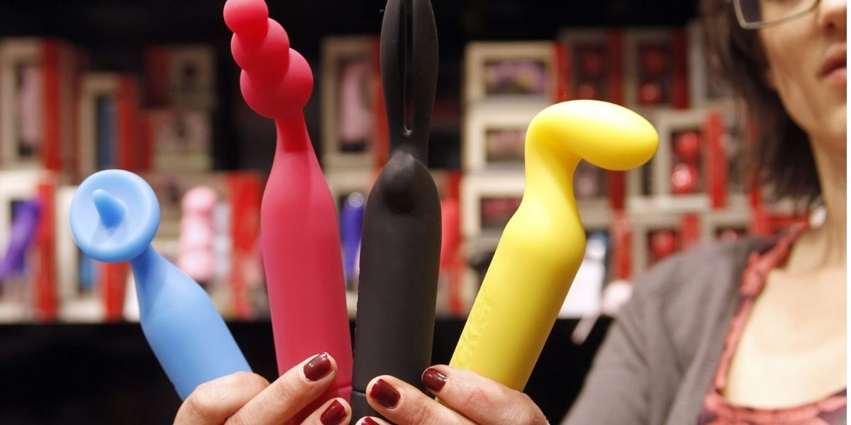 Read more about the article Dildo 101 Guide – How to buy a Dildo? (Get the best)