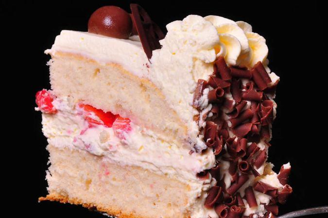 Plain Sponge with Fresh Cream & Strawberries