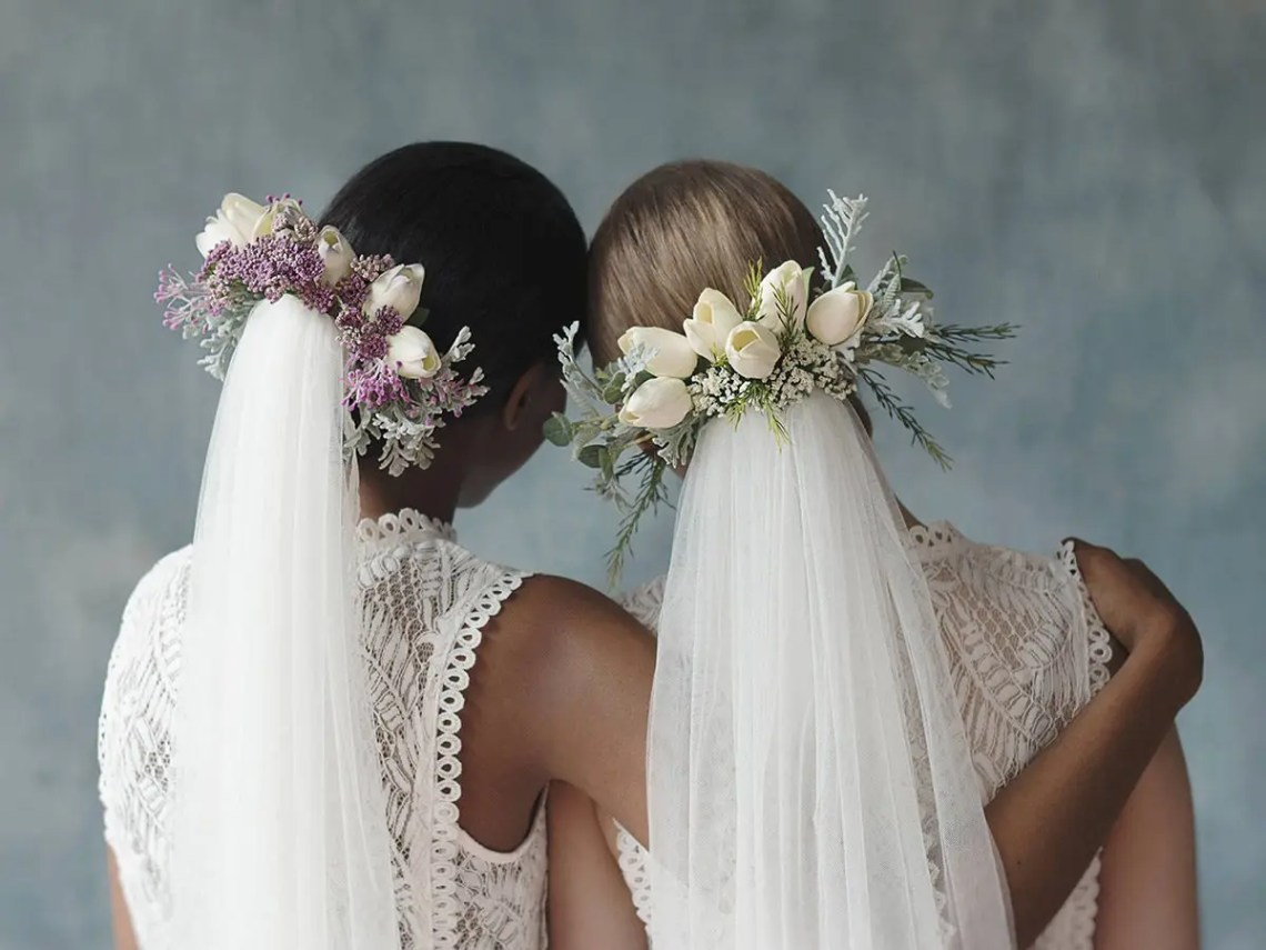 two brides with veils