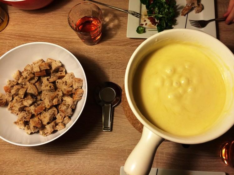 Käsefondue – und zwar das allerbeste aus der Schweiz :)