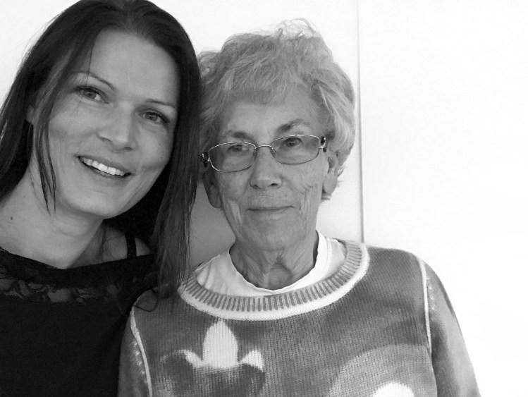 *Türchen Nummer 9*: Meine Oma und ein herrlicher Eierlikör-Mohngugelhupf