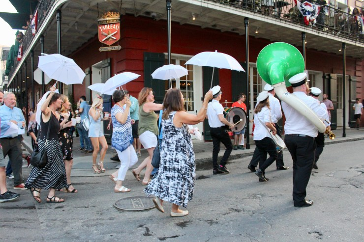 new orleans, visiting new orleans, what to do in new orleans, where to visit in new orleans, jackson square, french quarter. paintd, garden district, crescent park