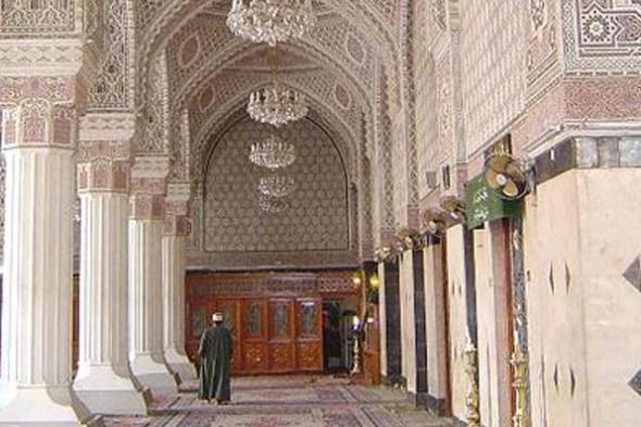 ImamAbuHanifaRA_mosquehallwayw