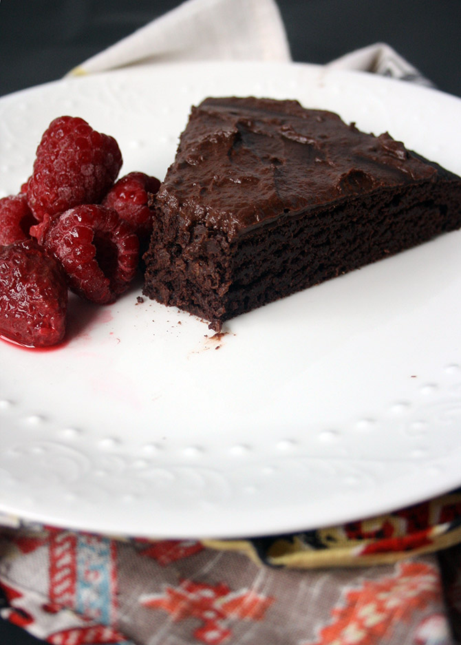 Vegan Brownie Cake. Fudgy, rich, and totally healthy!