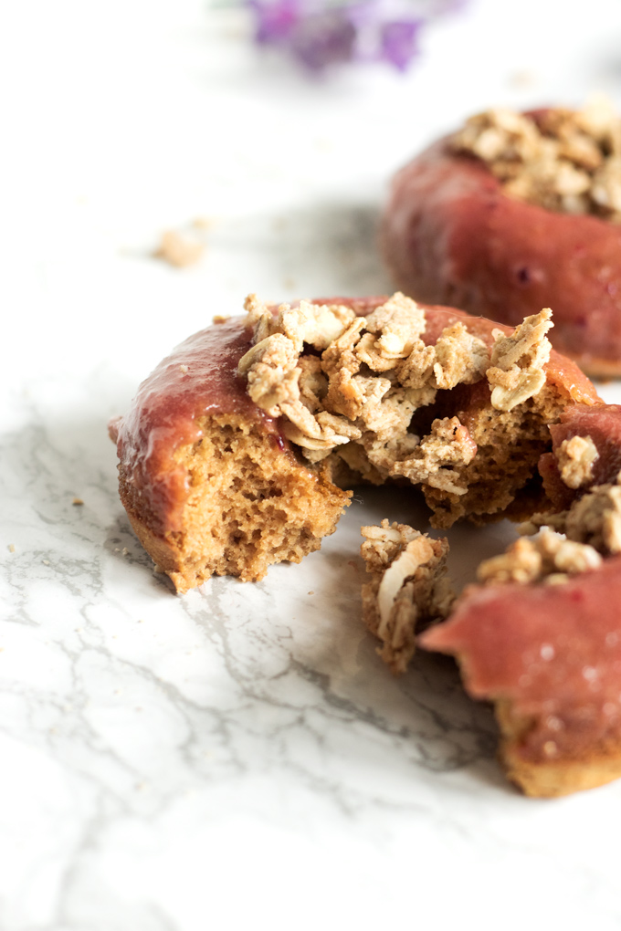 vegan rhubarb crumble donuts | love me, feed me
