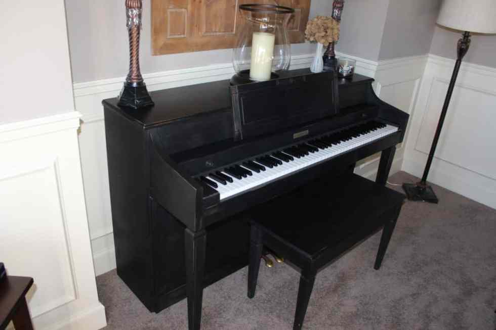 Before and after makeover painting a piano with chalk paint, Amy Howard black chalk paint