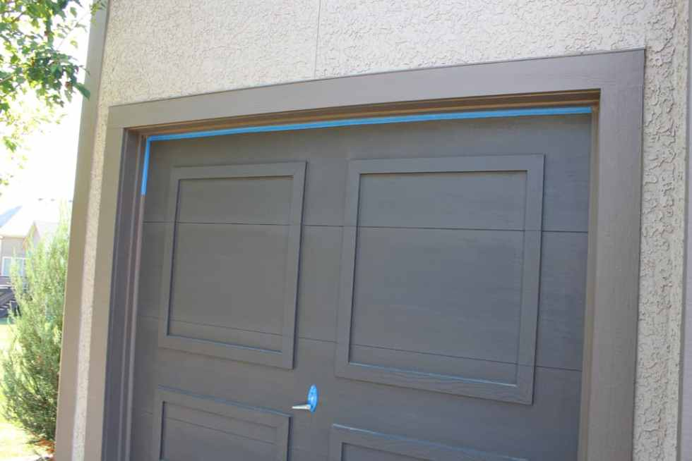 Taping garage door when painting, painting a garage door, tips for painting a garage door
