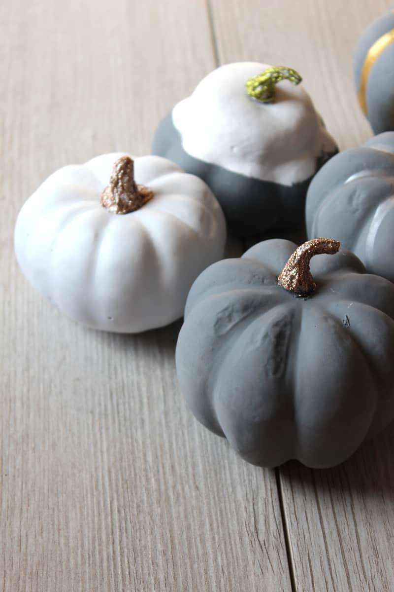 DIY Pumpkins, painting pumpkins for fall decor, fall craft ideas, crafts with pumpkins