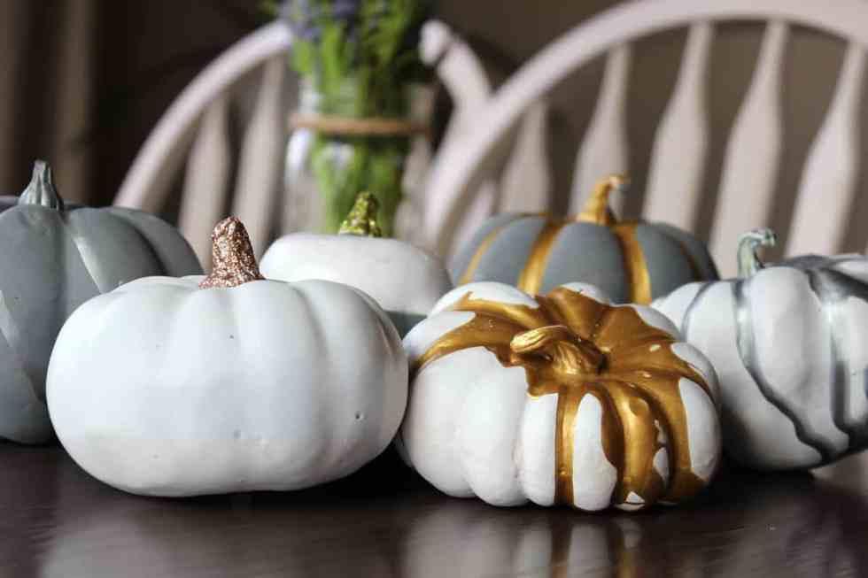 decorating pumpkins with paint, spray paint on pumpkins, metallic pumpkins, fall decor ideas