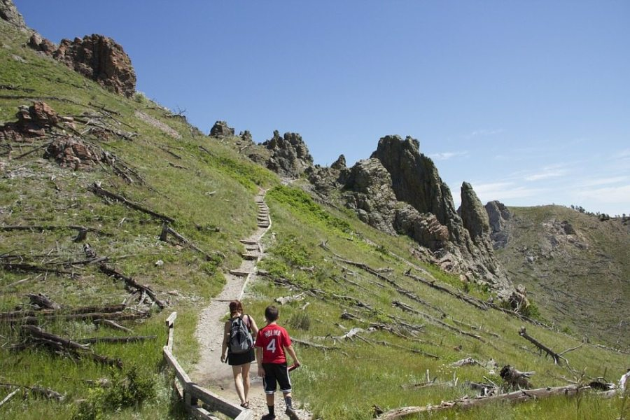 fellow hikers, fellow hiker, hikers, help, helping