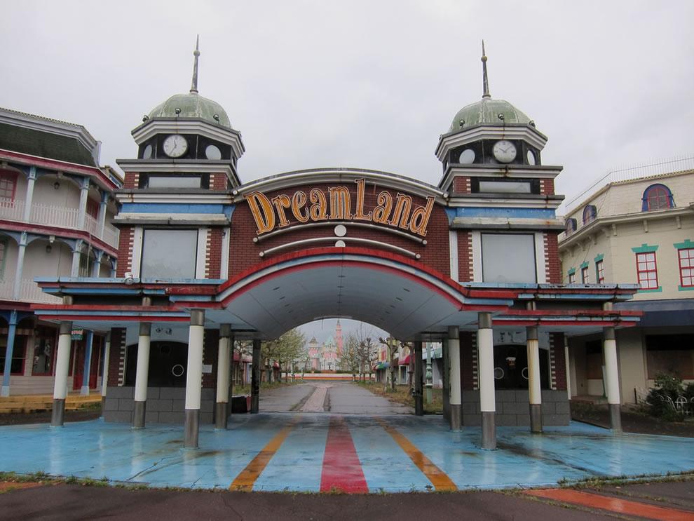 Faded dreams April 2011, Abandoned amusement park Nara Dreamland
