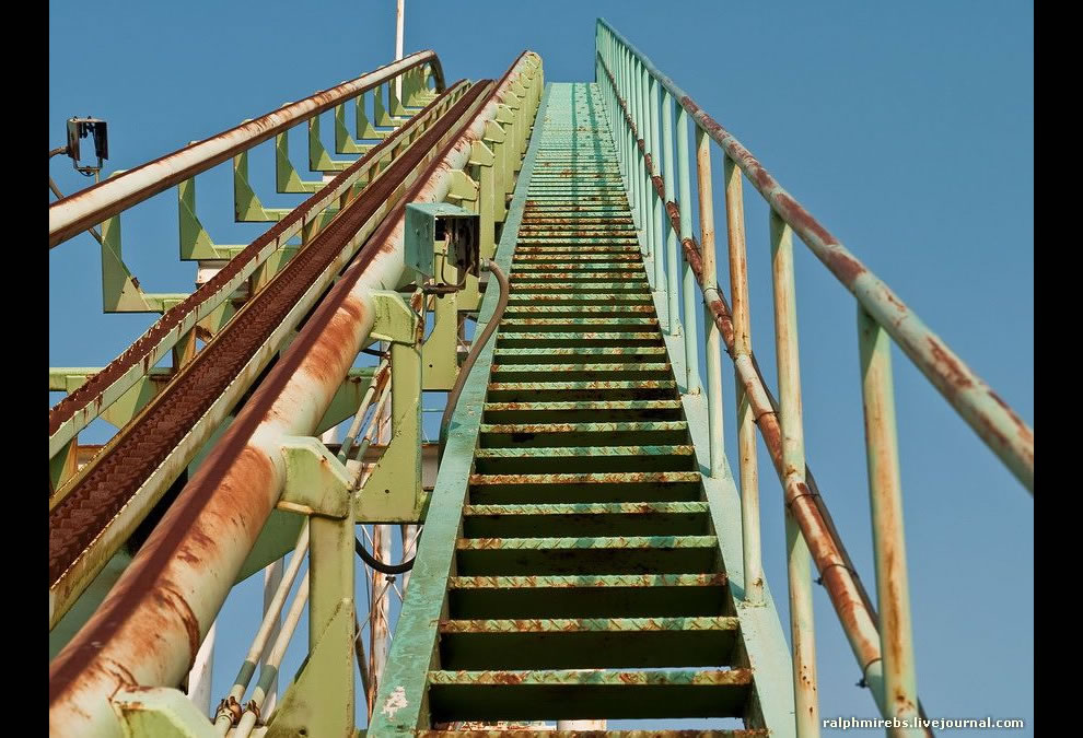 going up abandoned japanese theme park