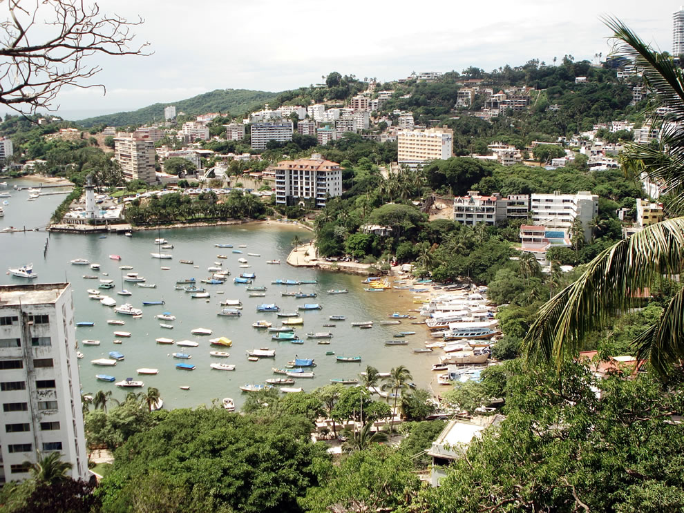 Manzanillo-beach-a-beach-in-the-tourist-area-of-Acapulco.jpg