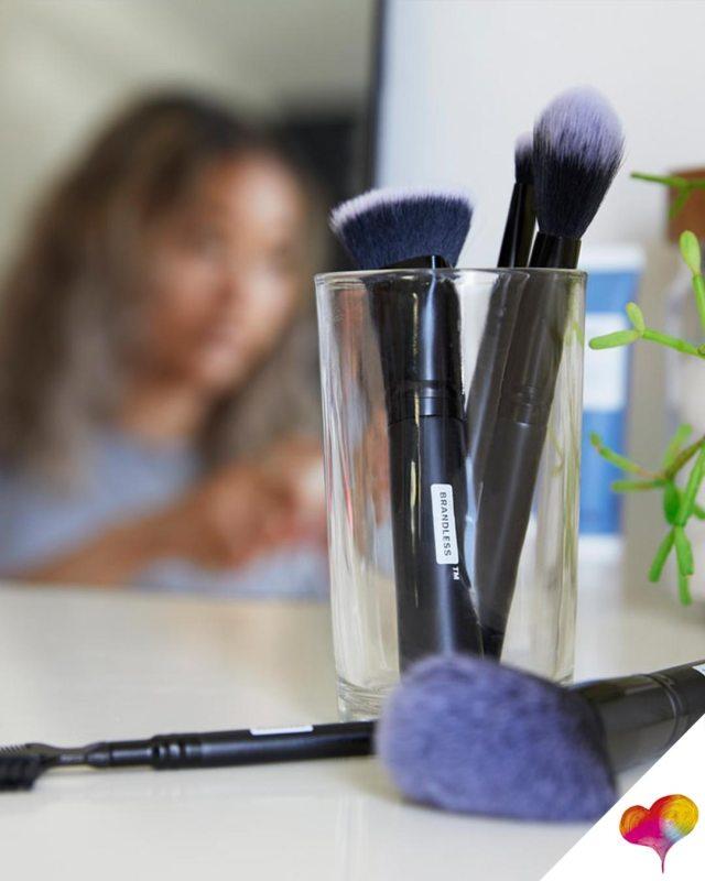 Dünnes Gesicht mit Make-up Schritt für Schritt mit
