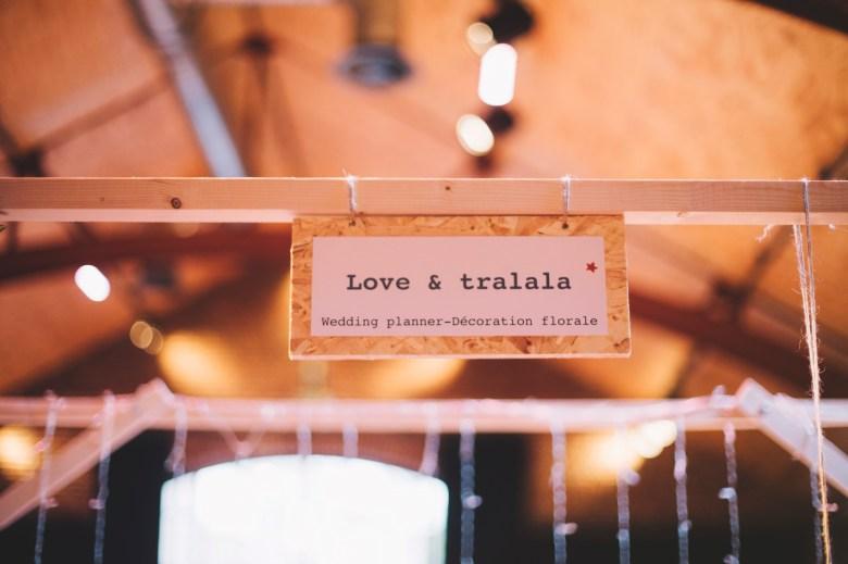 Lovetralala festival mariage Kiss The Bride à Bruxelles - stand de Love & Tralala - pancarte en bois.