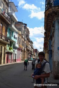 Love travelling family in Centro Habana