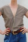 Top w kolorze khaki ze złota nitką