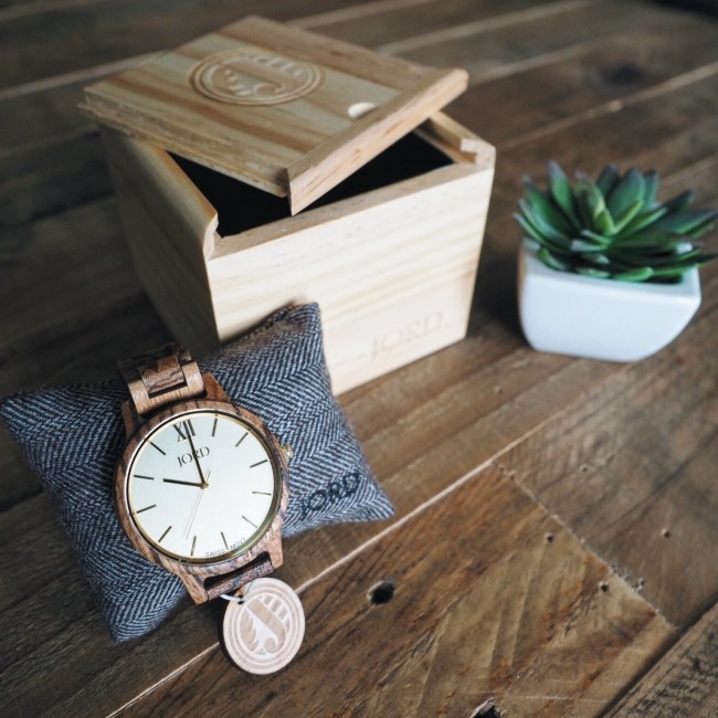 love you more too north dallas blogger plano lifestyle blogger simple accessories unique gifts wood watch JORD arm party Made by SGK Alex and Ani