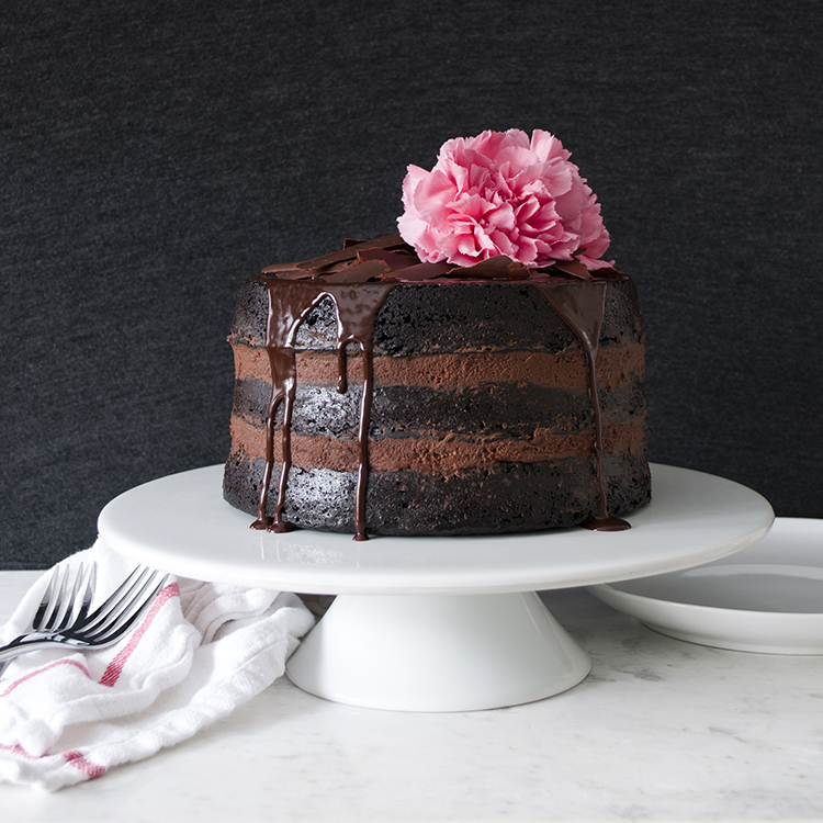 extra-dark-chocolate-valentine-cake