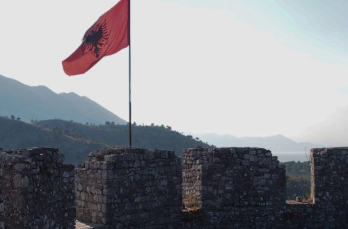 rozafa castello scutari albania fortezza shqiperia shkoder colle bandiera