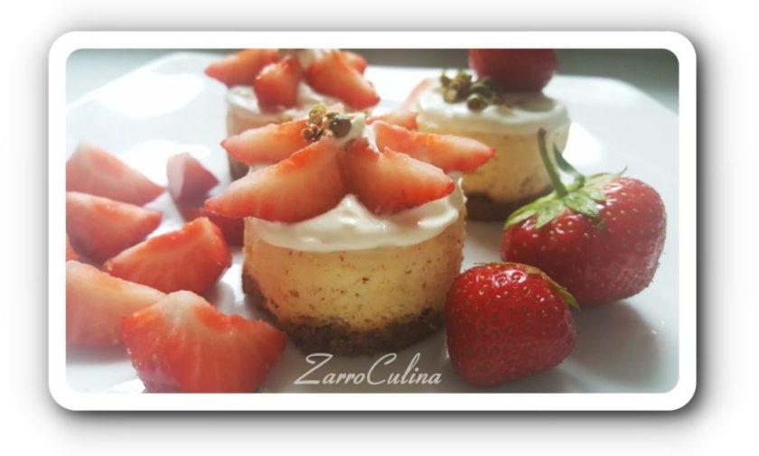 Cheesecake Minis mit Erdbeeren und grünem Pfeffer