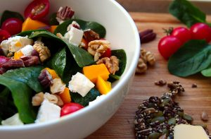 spinach salad with feta, nuts and mango