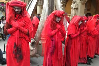 Extinction Rebellion's Red Rebel Brigade: Meditation in Action – guest post from Ally Stott