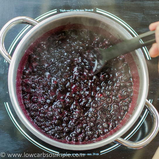 Sugar-Free Blueberry Jam; Heating the Mixture   Low-Carb, So Simple!
