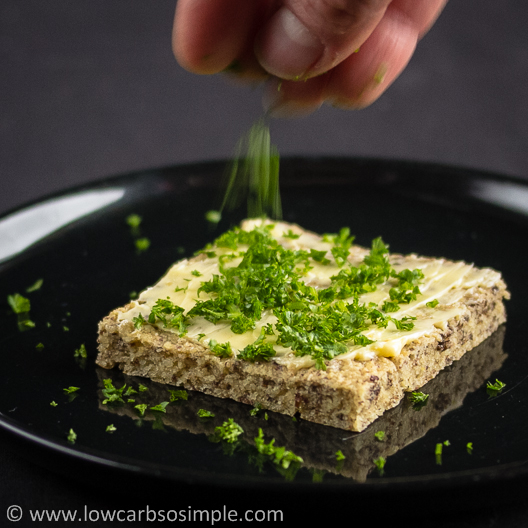 Flatbread; Topping It with Chopped Parsley | Low-Carb, So Simple!