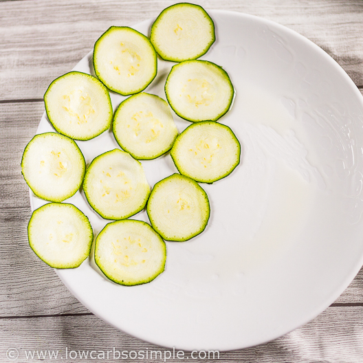 3-Ingredient Real Quick Zucchini Chips; Placing the Slices on the Plate | Low-Carb, So Simple