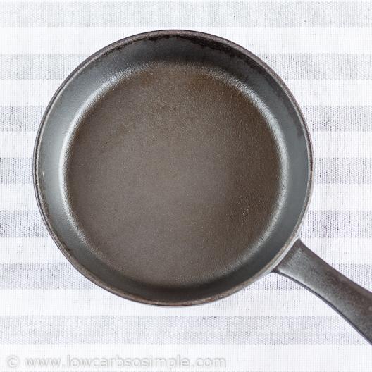 Fluffy 5-Ingredient Pumpkin Pancakes; Pancake Pan | Low-Carb, So Simple