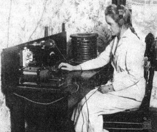 Allow DxCoffee to introduce you Miss Katheleen Parkin, Expert amateur radio operator, 15 y.o. She has made her apparatus.