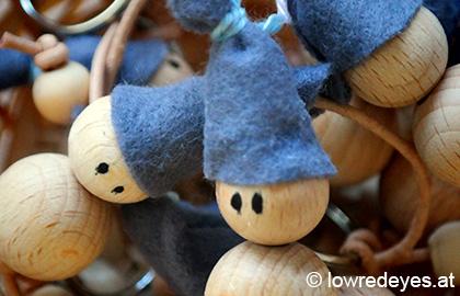 DIY Glückswichtel aus Holzkugeln und Filz