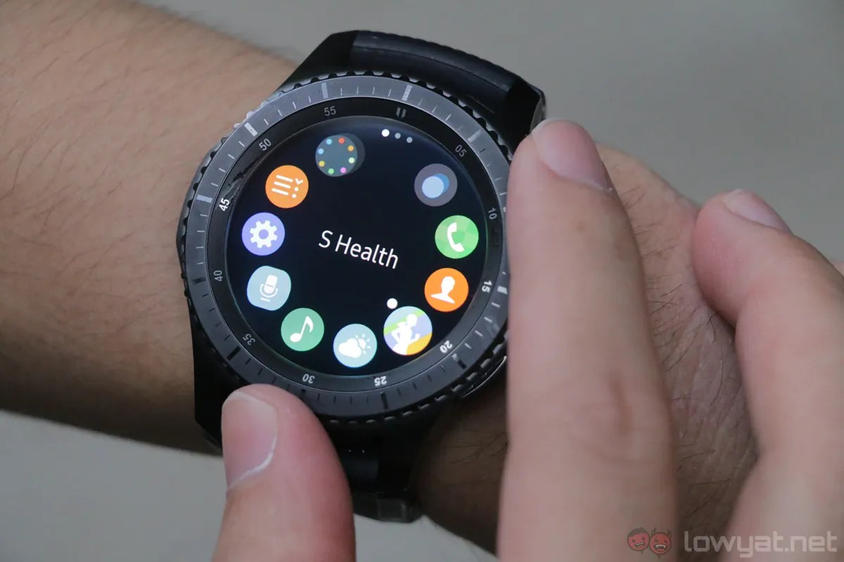 Samsung Gear S3 Review: Bigger, Sleeker, Same Shortcoming