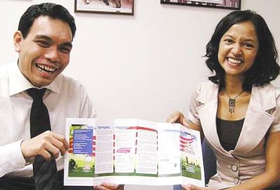 committee's co-deputy chairpersons Mahaletchumi Balakrishnan and Syahredzan Johan, with an uncut copy of the first Rakyat Guide.