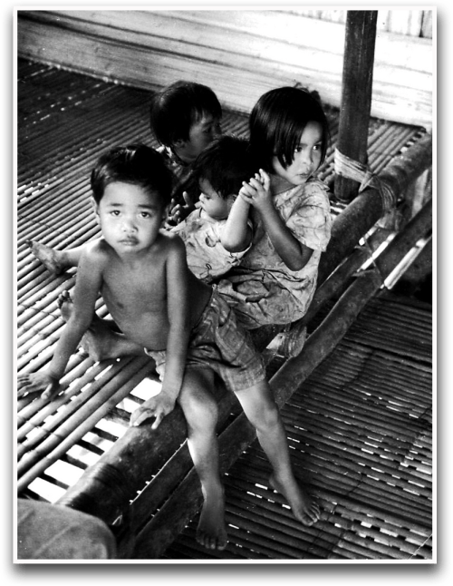 Murut children in Sabah | source - http://www.flickr.com/photos/aah_ooh/4759431925/sizes/l/in/photostream/