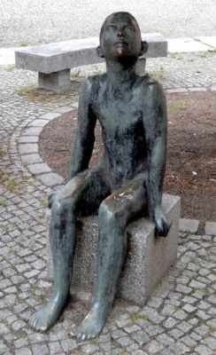 Sitting Boy by Werner Stoetzer | Sourcepic: Wikipedia (How You are Supposed to Sit in Court for a few hours)