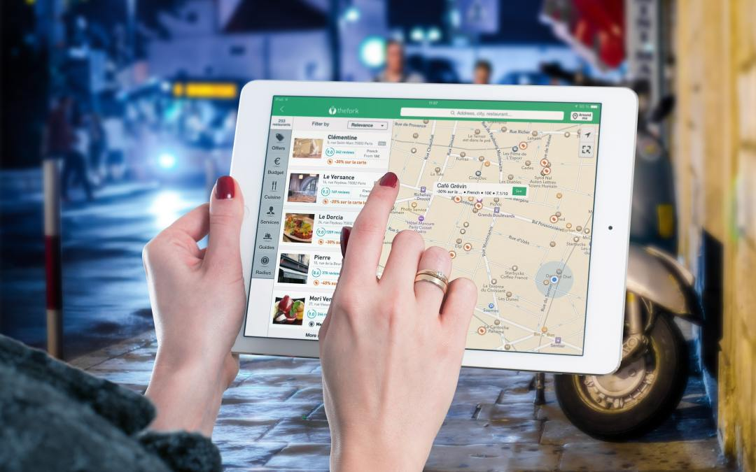 Optimally using geo-targeting in loyalty management software systems