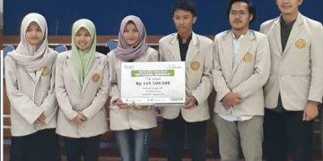 Perwakilan mahasiswa penerima Beasiswa BMM. Di Citra 2 Universitas Amikom (19/20).