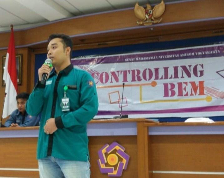 Presiden Mahasiswa sedang bersuara saat Controlling BEM tahap 2 di Citra 2, Universitas Amikom Yogyakarta. doc. BEM