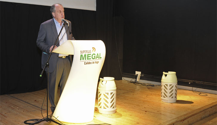 Ministro de Trabajo, Ernesto Murro, en la presentación de las nuevas garrafas de Megal | Foto: Presidencia