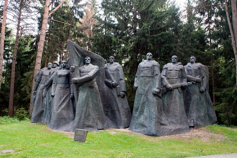 Can Eastern Europe teach West what to do with 'cancelled heroes'? - LRT