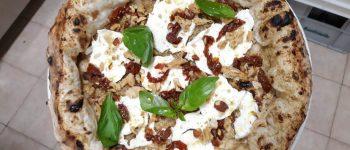 La Pizza con Pesto di Carciofi, Bufala Dop e Pomodori Secchi di Daniele Ferrara