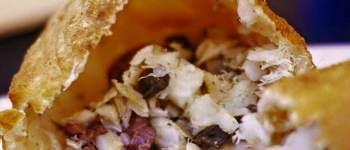 Pizza Fritta con baccalà, capperi, olive nere, origano del Cilento e olio extravergine di oliva di Cristiano Piccirillo