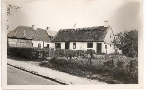 Hus ved siden af smedien Smørumovre