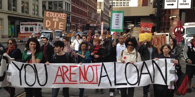 Một cuộc biểu tình đòi miễn học phí ở Mỹ. Ảnh: occupystudentdebtcampaign.org