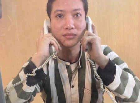 Nguyễn Văn Chưởng kể chuyện với phóng viên báo Người Đưa Tin. Nguồn ảnh: vtc.vn