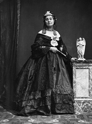 Caroline Norton giai đoạn 1850-1860 khi viết lá thư cho Nữ hoàng Anh (Nguồn ảnh: Hulton-Deutsch Collection/CORBIS)