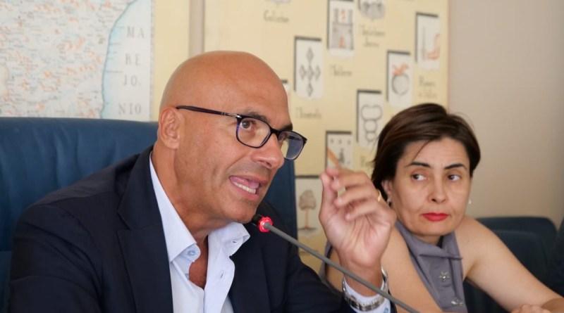 La fretta di Cicala nel bando del Consiglio per le scuole